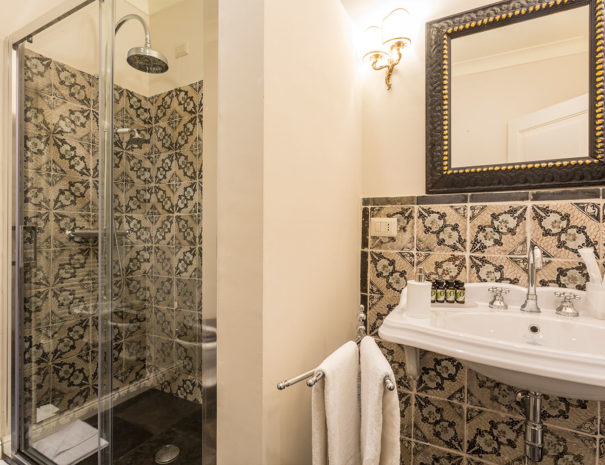 San Carlo Suites Noto - Deluxe Room Campanile - Bagno